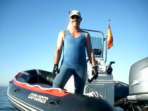 Peter Deth arbeitet zu viel in seinem Tauchboot.